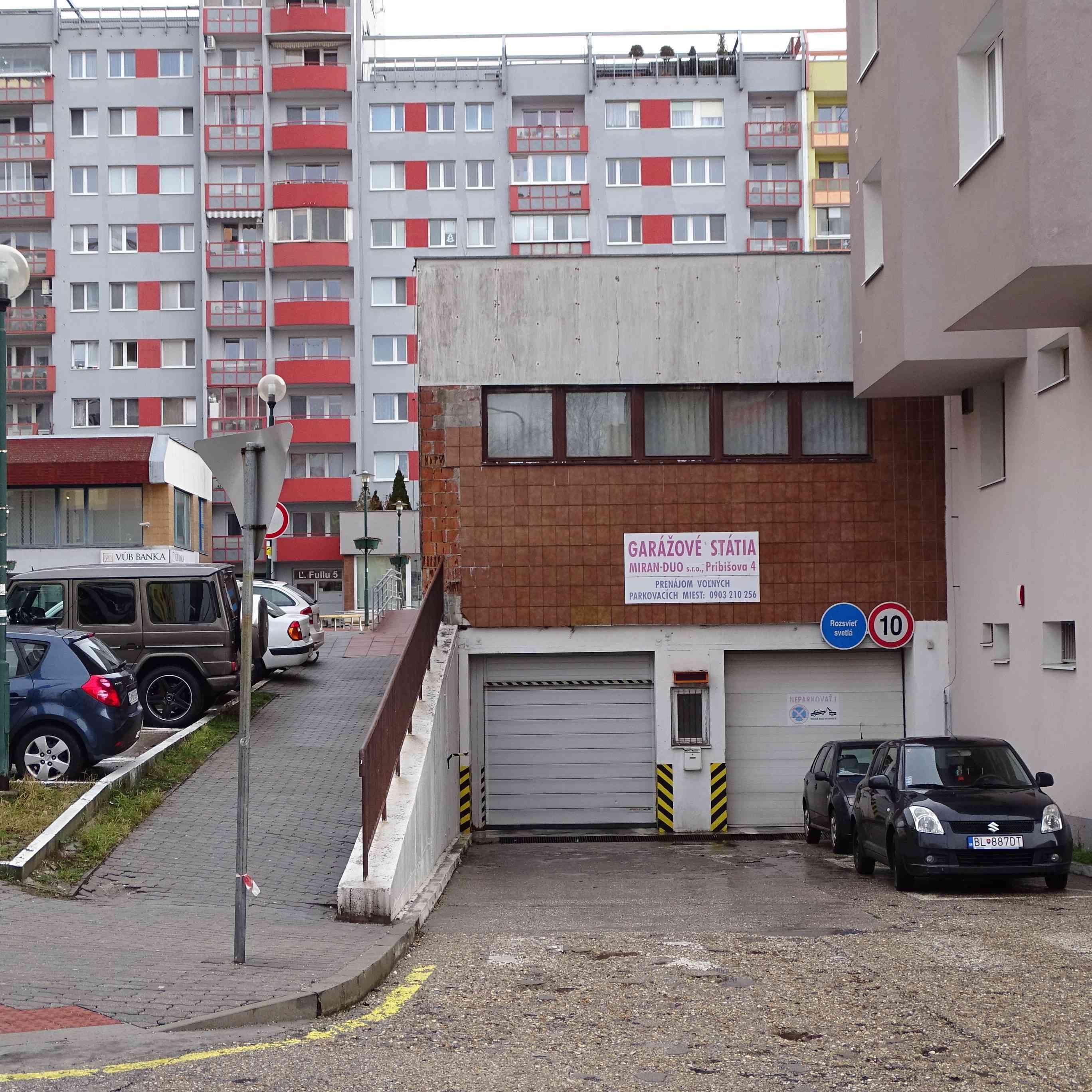 Karlova Ves pritvrdila v boji o parkovacie miesta pod Pribišovou