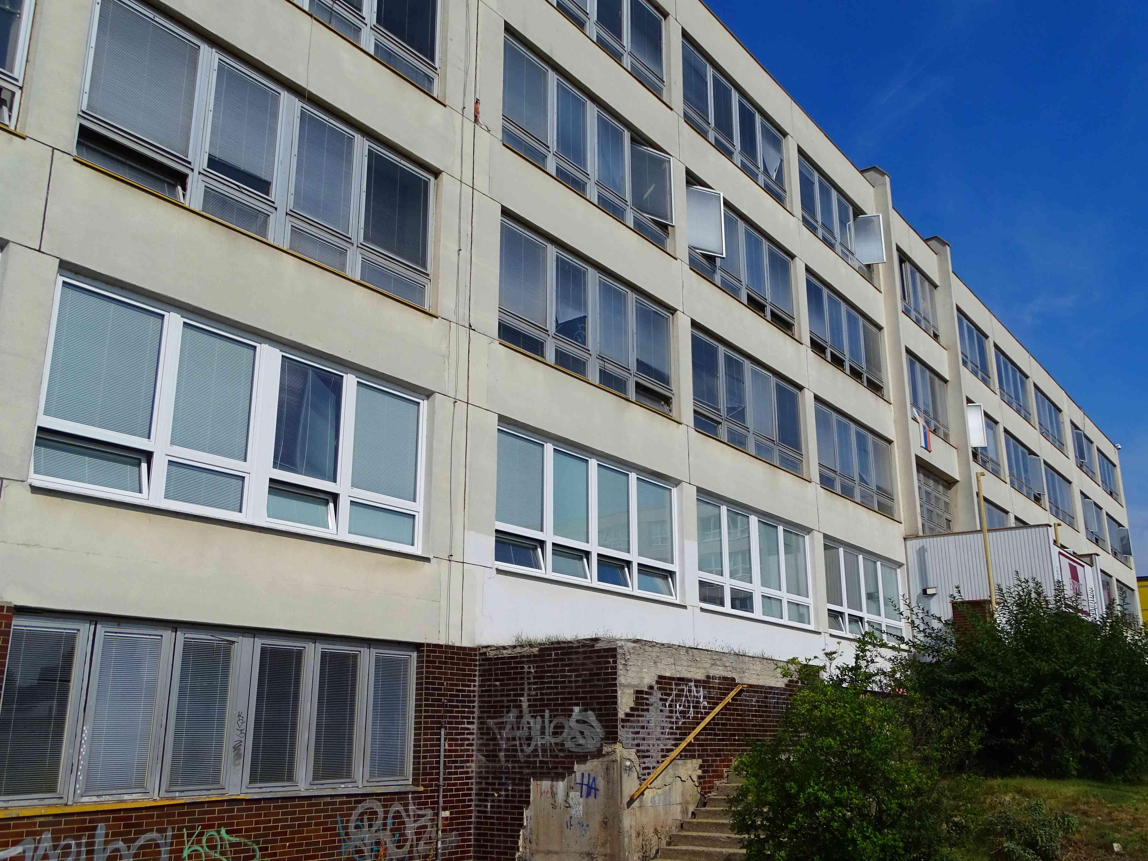 Školskú budovu na Majerníkovej 60 čaká výmena okien
