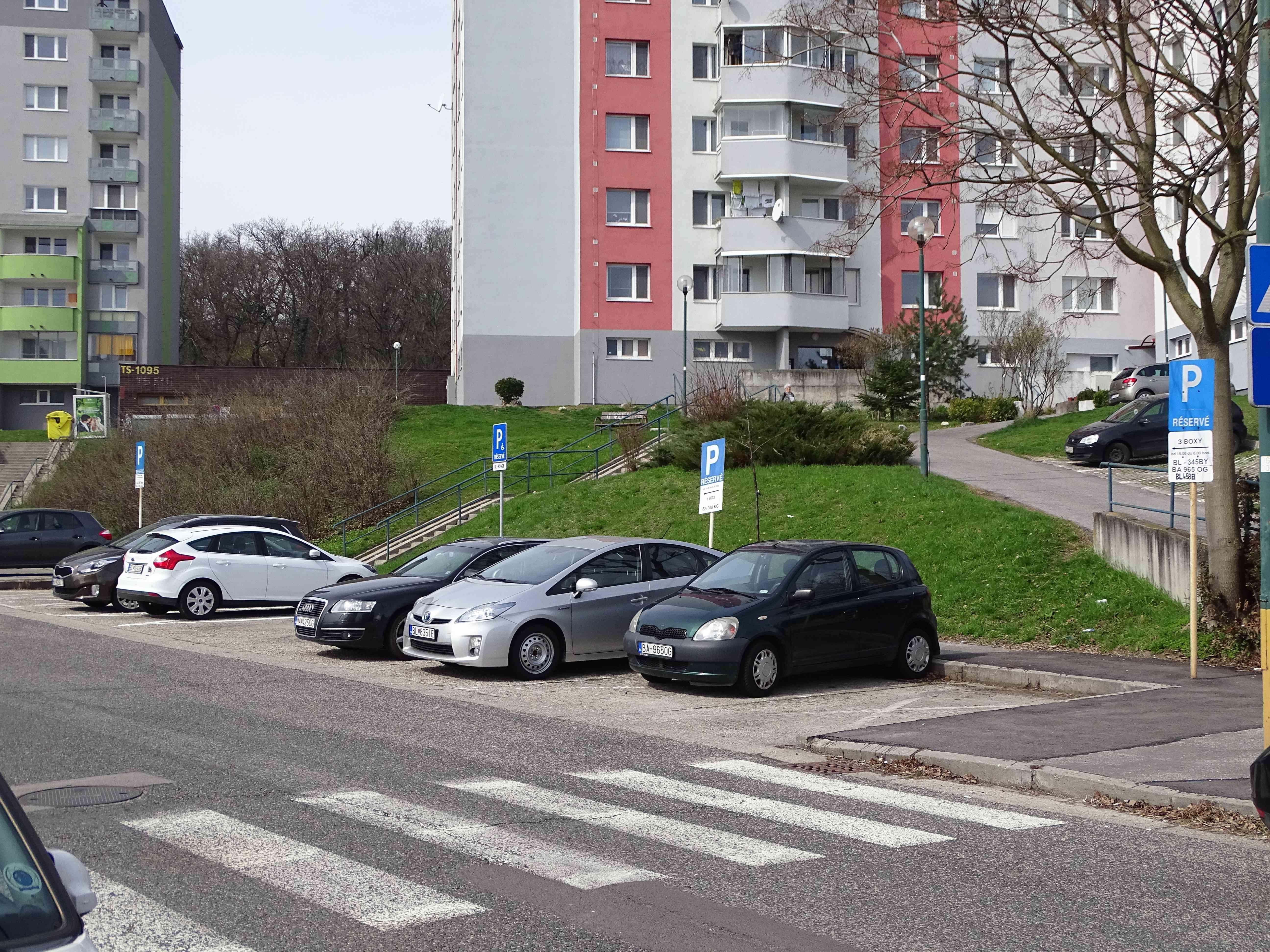 Oznam pre vodičov v zóne Veternicová/Hlaváčiková
