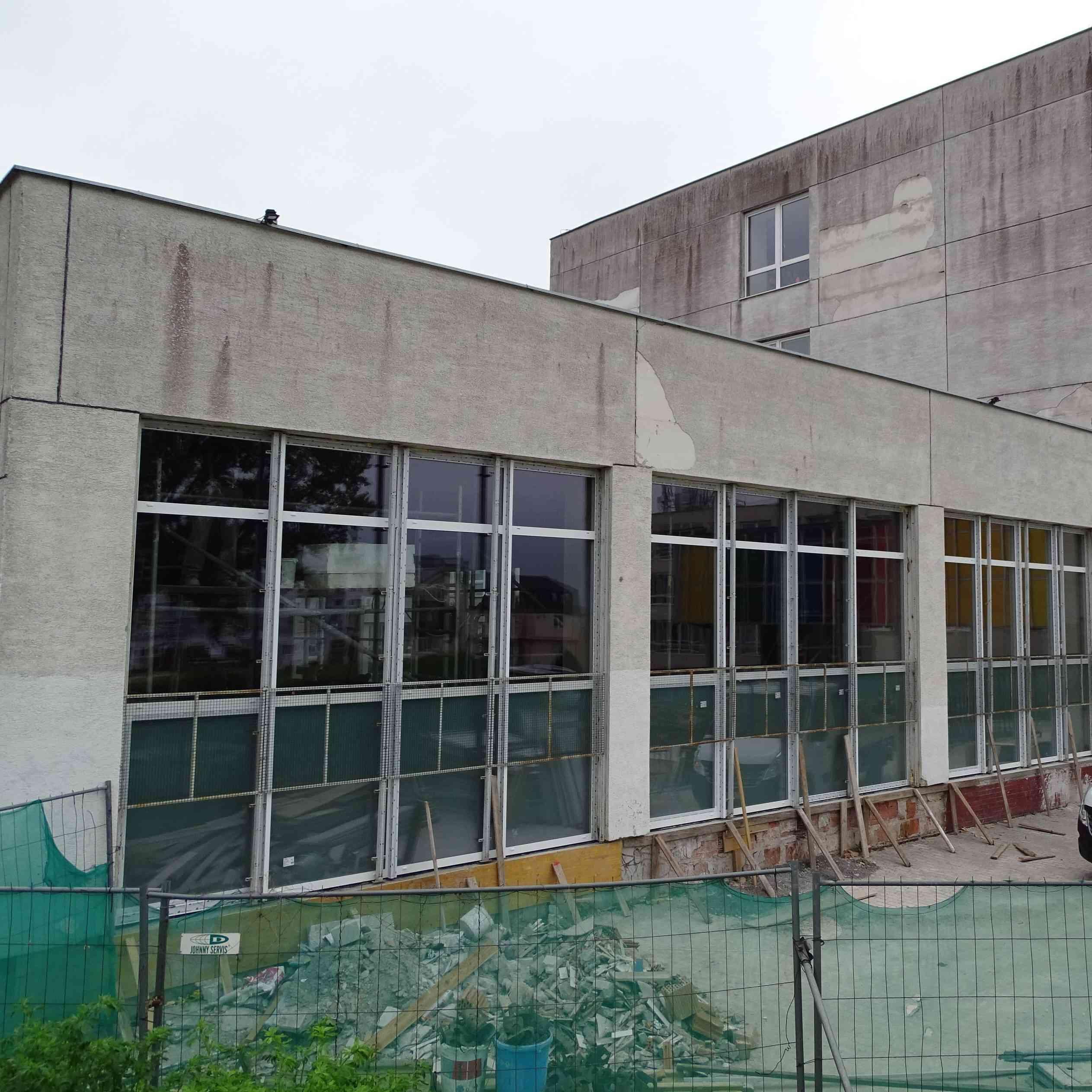 Plaváreň na Dlhých dieloch má nové okná