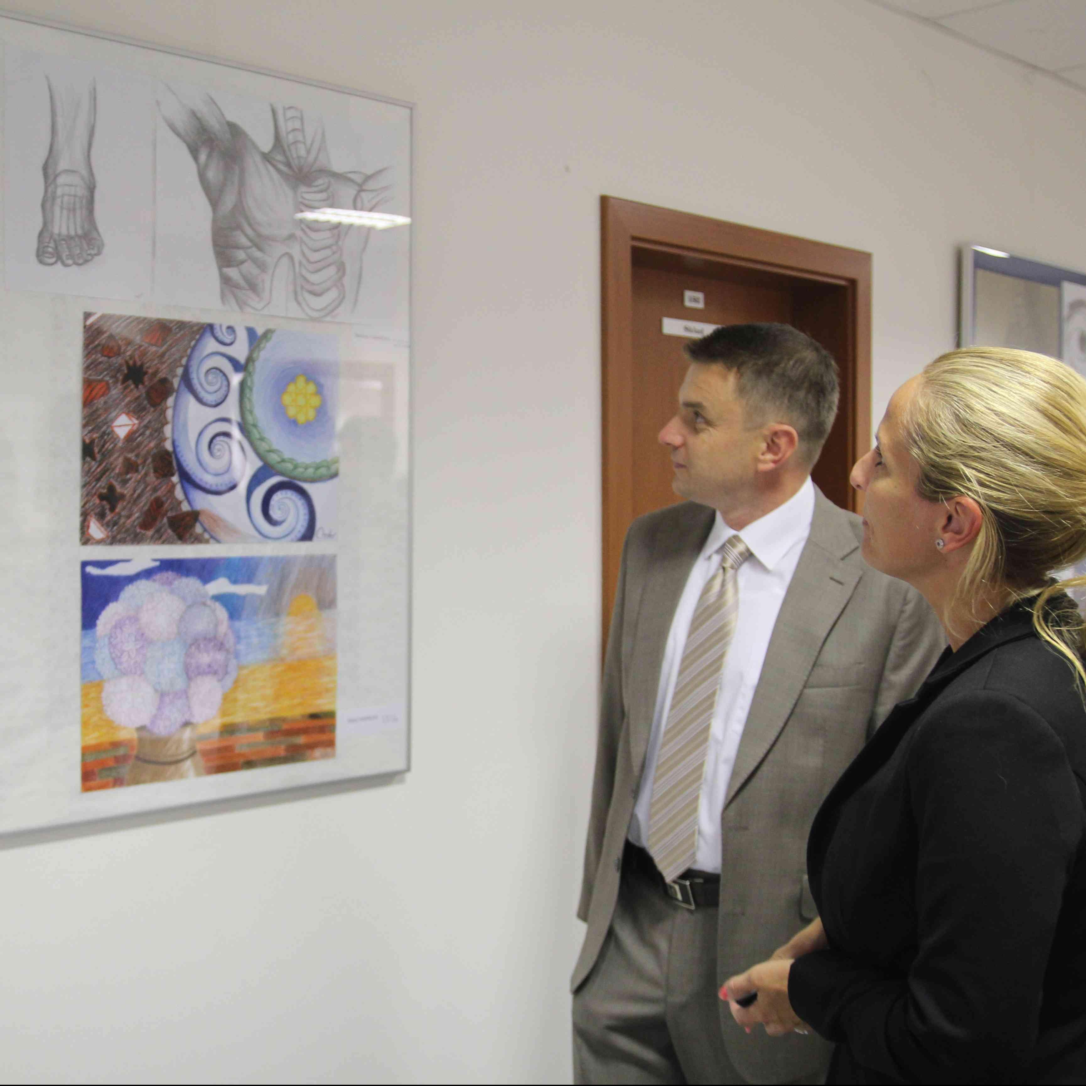 Výstava prác absolventov ZUŠ na miestnom úrade