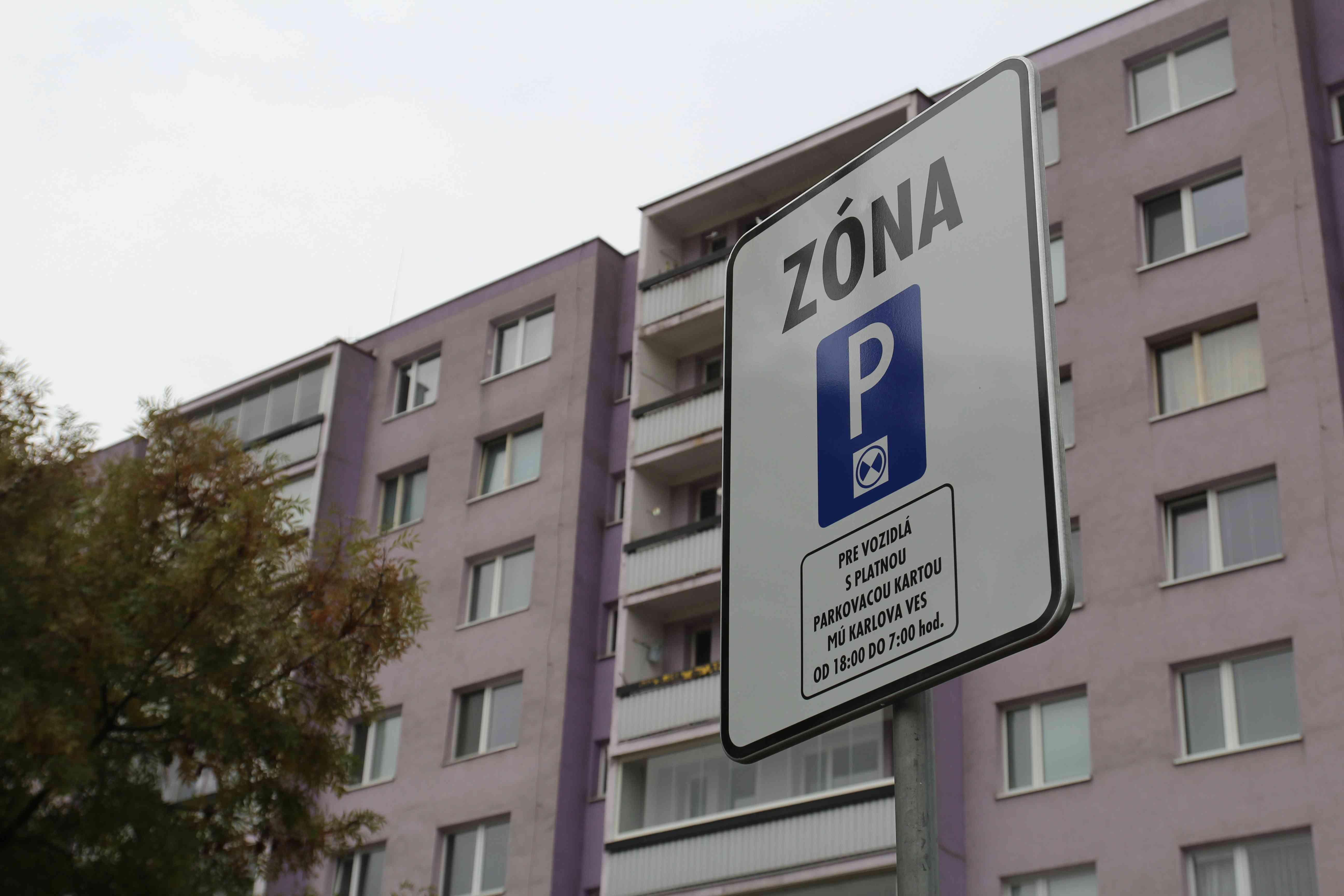Drvivá väčšina domácností v pilotnej zóne parkovania má jedno auto
