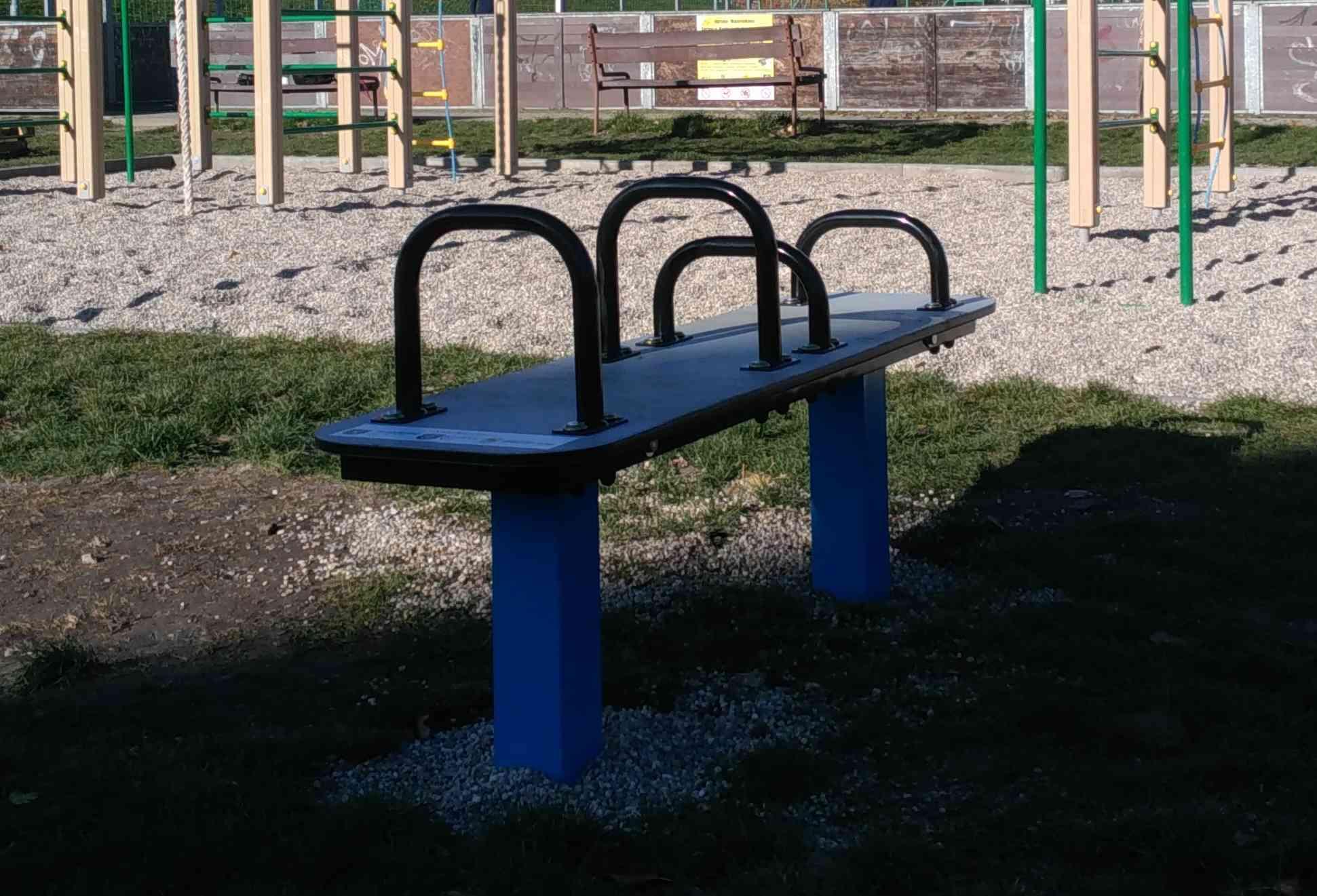 Karlovešťania môžu športovať aj na novej lavičke