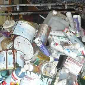 Zber nebezpečného odpadu z domácnosti