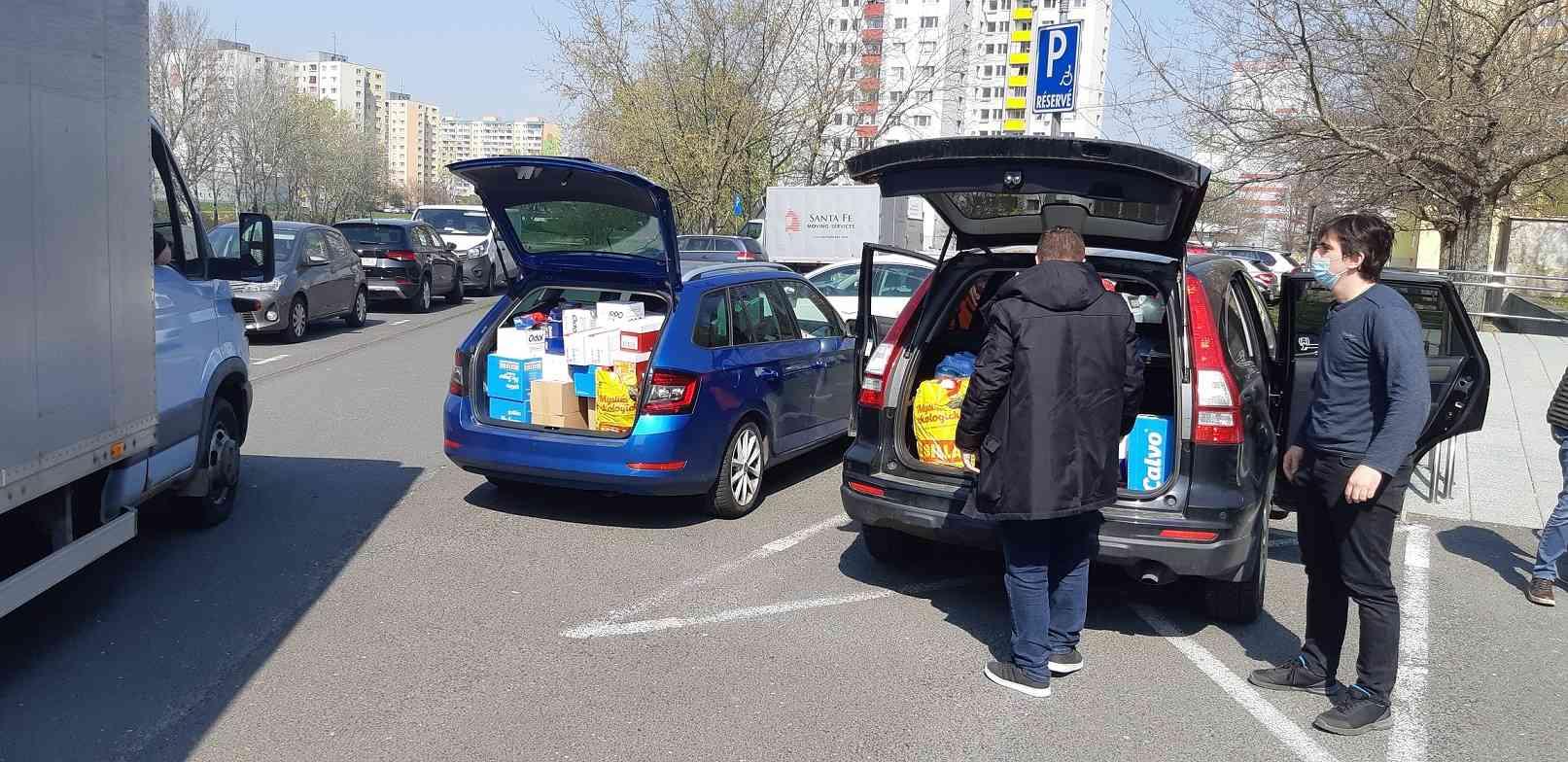 Karlova Ves pripravila pre ľudí v núdzi potravinové balíčky
