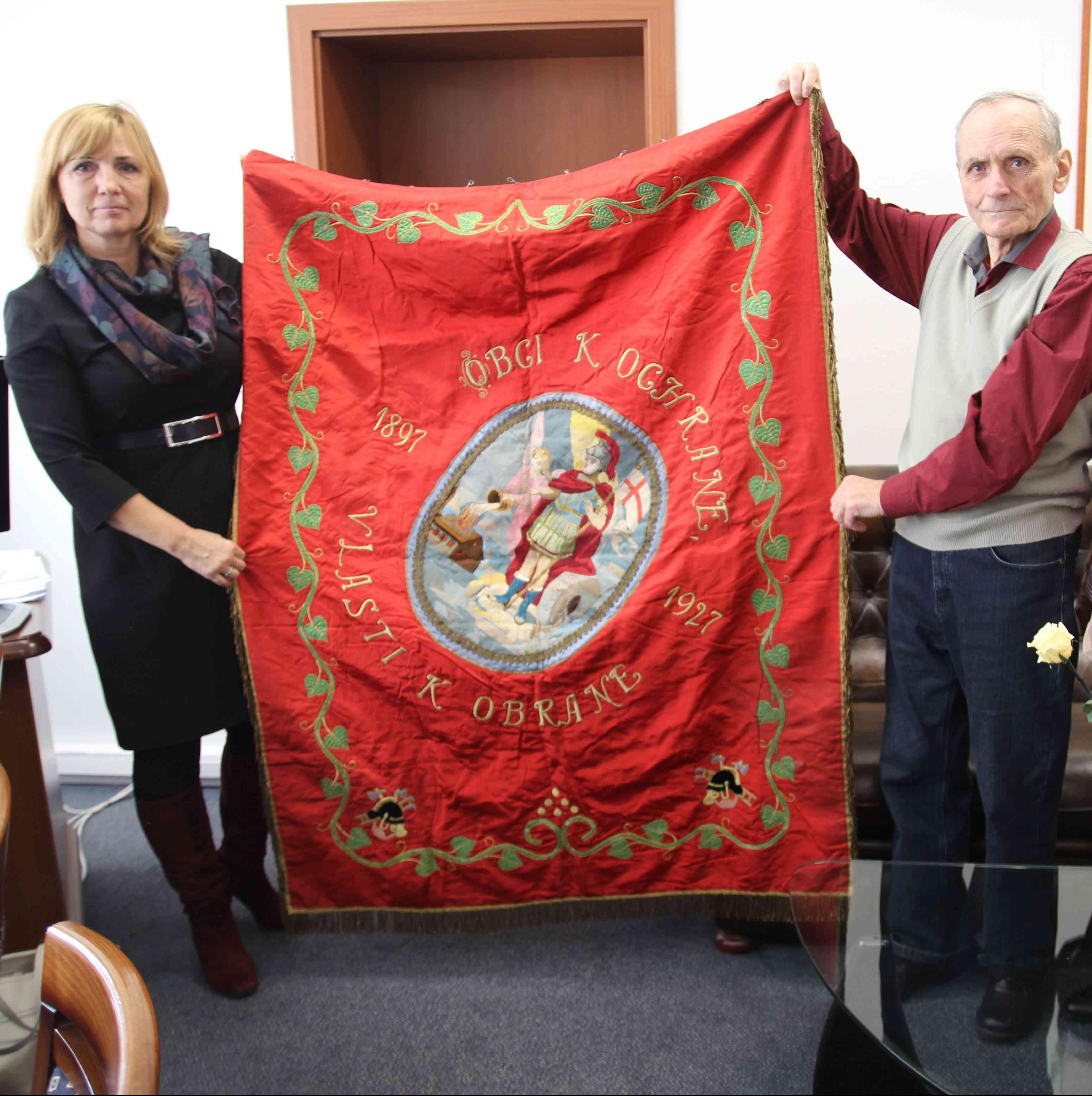 V kostole sv. Michala našli historickú zástavu hasičského zboru