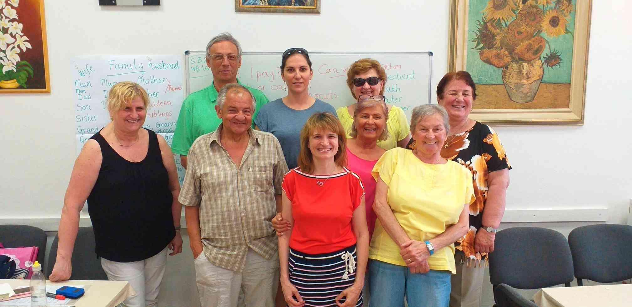 Takmer 50 karloveských seniorov sa naučilo komunikovať v angličtine alebo nemčine